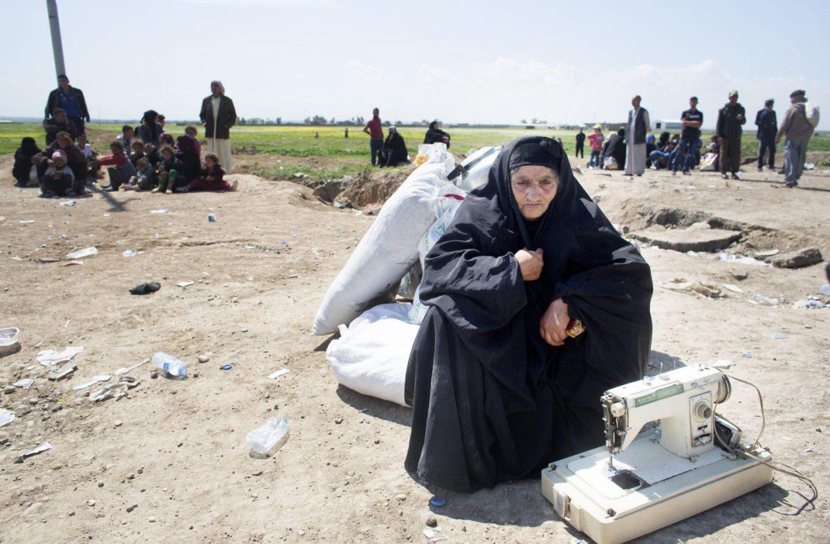 Internally Displaced People from Mosul await buses to Iraqi Kurdistan