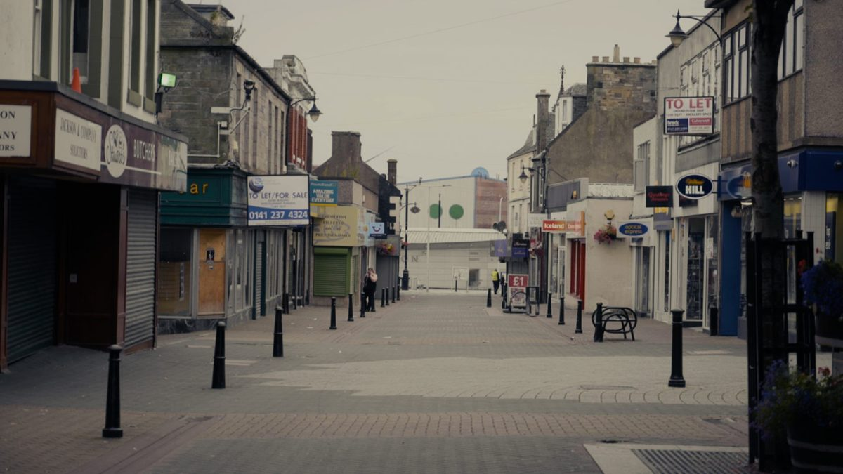 Child-Poverty-6-Leven-high-Street